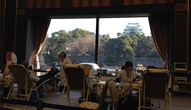 献血ベッドから見える名古屋城